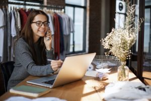 ASHAKO selling clothes online by phone