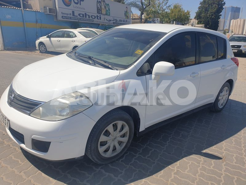 Nissan Tiida 2011( 1.8 SE ) GCC fully automatic in excellent condition