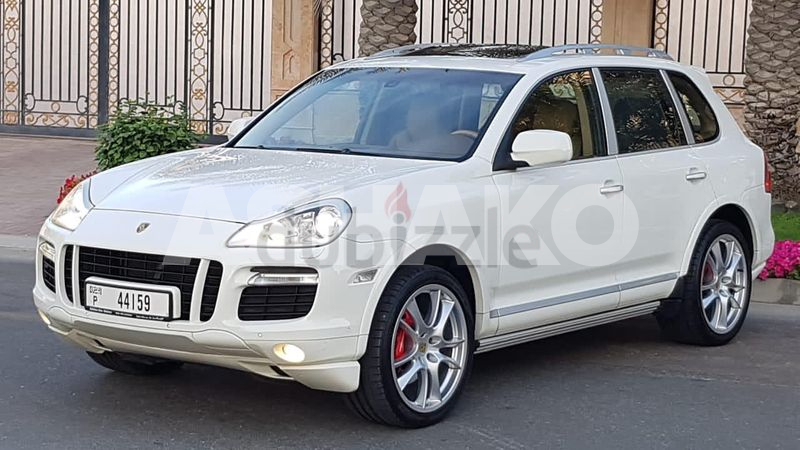 AMAZING PORSCHE CAYENNE GTS V8 — NEW — TOP OF THE RANGE — 500% ACCIDENTS FREE — GCC — LOW MILEAGE