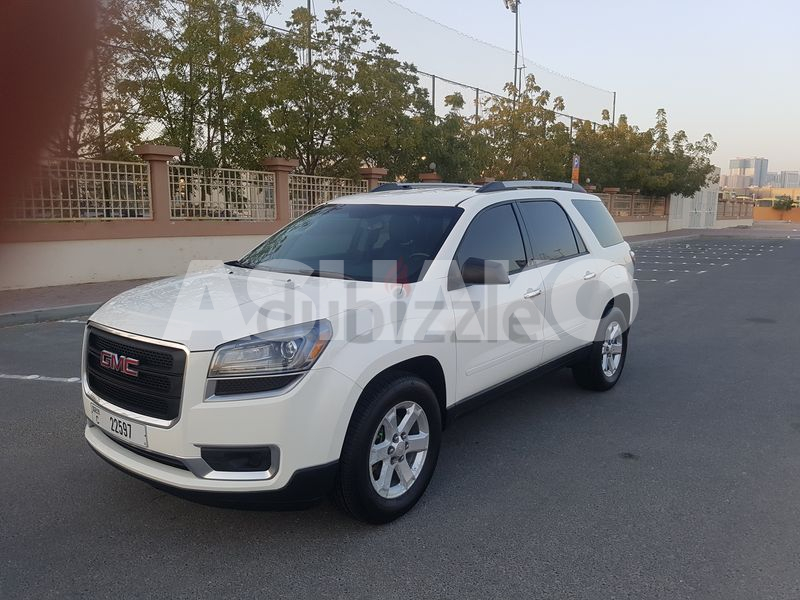 GMC Acadia 2015M V6 3.6L Mid Option In Excellent Condition